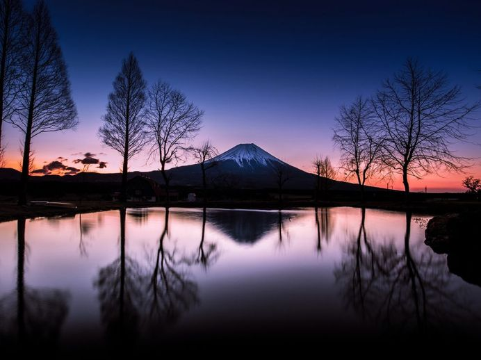 mount-fuji-sunrise-reflection_81651_990x742