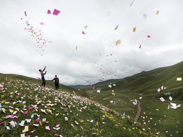 prayer-papers-sichuan-china_83595_990x742