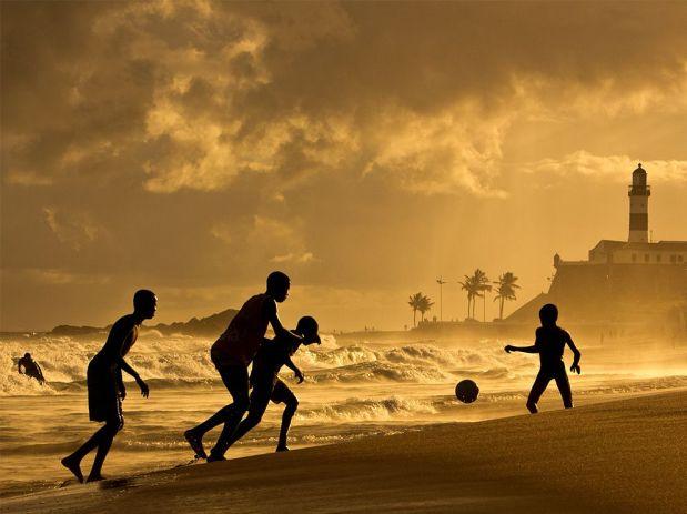 sunset-soccer-brazil-silhouette_84062_990x742