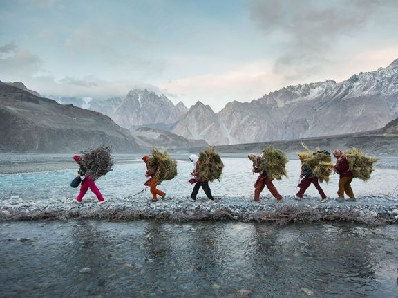 wakhi-women-food-pakistan-paley_86775_990x742